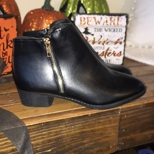 Black ankle boots no brand size 8